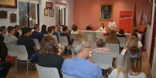L'Ajuntamet i Escola Valenciana posen en marxa una nova edició del programa de parelles lingüístiques