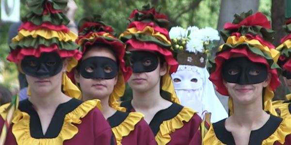 Dansetes del Corpus - La Moma - Grup de Danses Carrasca