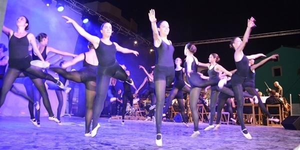 Actuació conjunta de la Unió Musical, Cor jove i l'Associació de Ballet