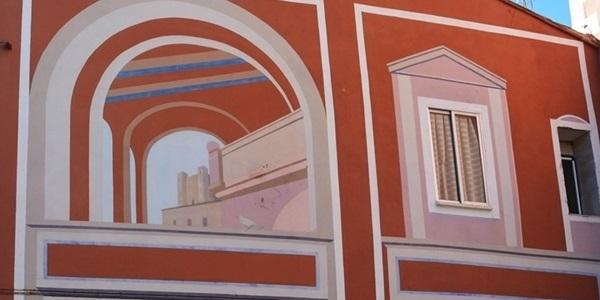 Mural junt a l'església