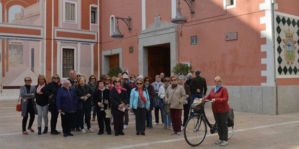 Les persones majors aprenen, a peu de carrer, sobre la història de Picanya