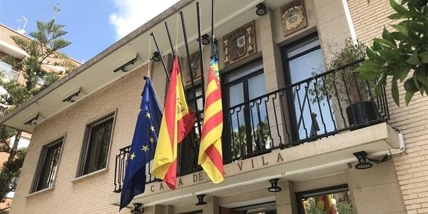 Banderes a mitja asta pel dol oficial